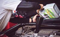Motorno olje za avtomobil je ključna sestavina za dobro delujoče vozilo